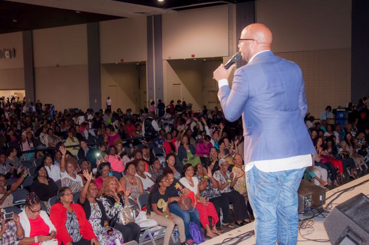 james-fortune-addressing-the-crowd_001