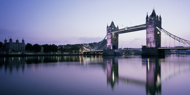 London Icon at dawn - panoramic view